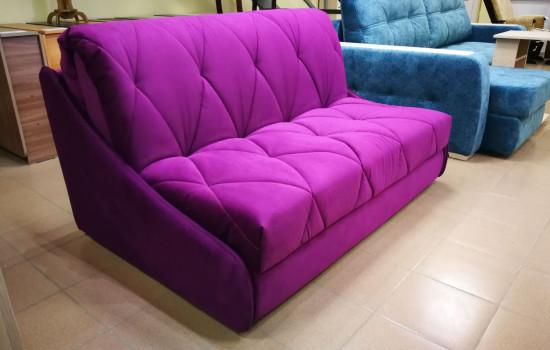 Красивый диван без подлокотников