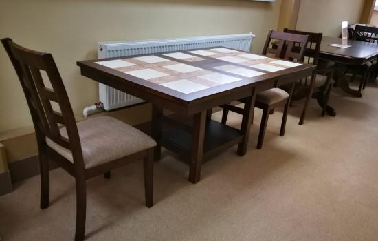 Обеденный стол (плитка/массив гевеи)